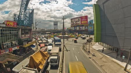 filipíny : v103. City traffic time lapse of busy Araneta Square in Manila on January 28th 2013.