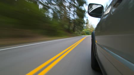 řídit : v35. Time lapse clip of driving on windy road with camera attached to side of car. Dostupné videozáznamy