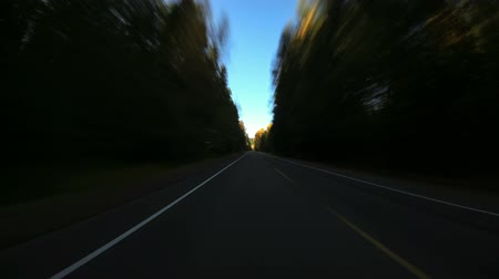 ingázó : v74. Driving time lapse through Oregon Cascades into Central Oregon. Stock mozgókép