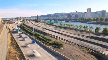 ingázó : v7. Wide time lapse of I-84 on-ramp and I-5 traffic and Marquam bridge.