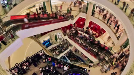 čas : Zooming of a very busy mall time lapse. Dostupné videozáznamy