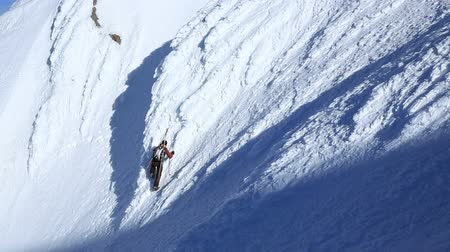 wspinaczka górska : v1. Clip of mountain climber climbing up snow face of Mt Hood.