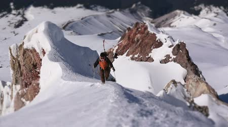 wspinaczka górska : v5. Clip of mountain climber walking up ridge on Mt Hood using a tilt shift effect.