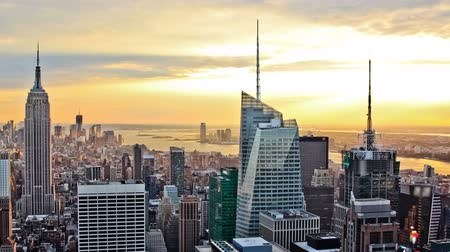 imparatorluk : v5. New York cityscape time lapse clip during sunset. Stok Video