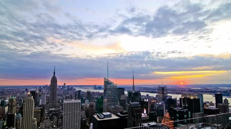 imparatorluk : v7. New York cityscape time lapse clip during sunset. Stok Video