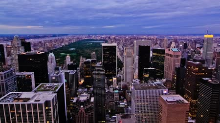центральный : v8. New York cityscape time lapse clip of upper Manhattan during sunset.
