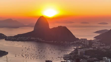 sugar loaf : v1. Rio De Janeiro zooming cityscape time lapse of sunrise over Sugar Loaf Mountain. Stock Footage