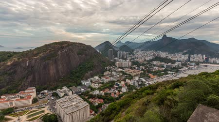 kabel : v17. Rio De Janeiro cityscape panning time lapse at dusk from lower Sugar Loaf Mountain. Wideo