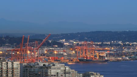 samochody : v14. Seattle city traffic time lapse of shipyard area.