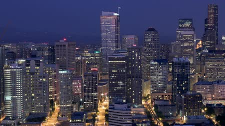 samochody : v2. Time lapse of Seattle city center buildings at dusk. Wideo