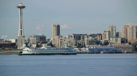 tű : v1. Clip of Seattle cityscape and ferry passing by.