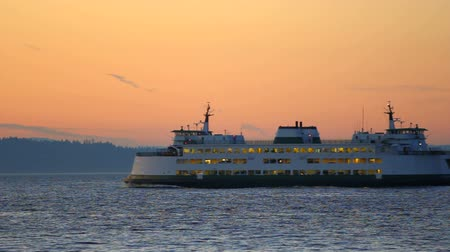 pacífico : v28. Clip of Seattle ferry passing by during sunset.