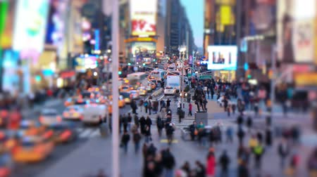 уличный свет : v4. Zooming busy city traffic time lapse of TImes Square, tilt shift and circular blur.