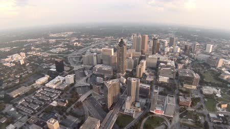 útkereszteződés : v7. Atlanta city aerial over downtown and freeway. Stock mozgókép
