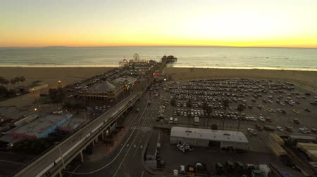 atracação : v30. Low flying LA aerial over Santa Monica and Pier after sunset.