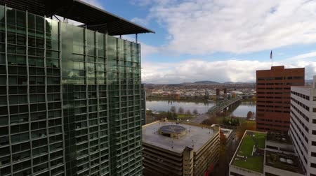 budynki : v27. Low flying Portland aerial through downtown between buildings.