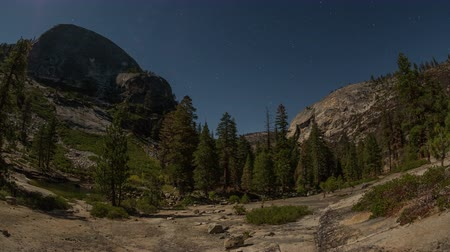 blauwe lucht : v8. Star time lapse in Yosemite.