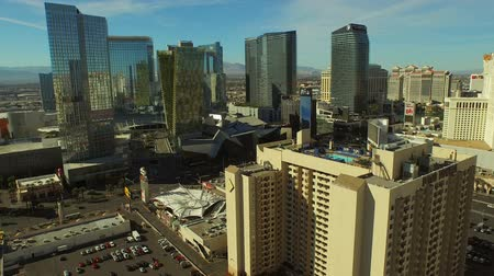 bilboard : Las Vegas Aerial Cityscape Strip v3 Low flying aerial over strip. 21815 Wideo