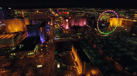 luci : Las Vegas Aerial Cityscape Strip Notte v19 Low volare all'indietro aerea con vista strip. 21815