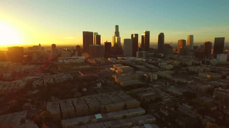 wschód słońca : Los Angeles Aerial Downtown Cityscape Sunrise v85 Low flying aerial downtown with cityscape view. Wideo