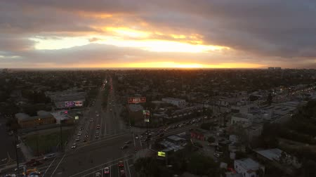 laranja : Los Angeles Aerial Venice Blvd Sunset v90 Low flying aerial over Venice Blvd during sunet. Stock Footage