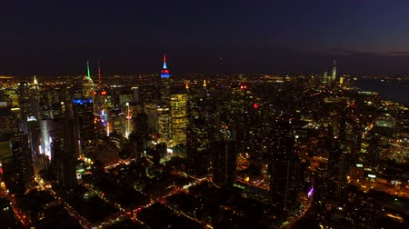 над : New York City Aerial v27 Panning right with view of Manhattan and New Jersey cityscapes at nightdusk. Стоковые видеозаписи