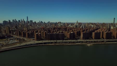 keleti : New York City Aerial v50 Flying over East River towards Stuyvesant Town and panning right with view of Manhattan cityscape. Stock mozgókép