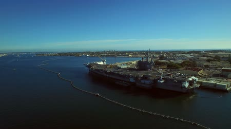 letadlo : San Diego Aerial v2 Flying low over bay and aircraft carrier ship.