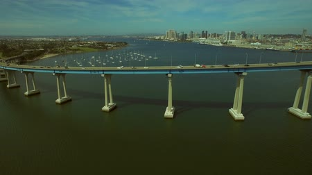 pomost : San Diego Aerial v44 Flying low backwards with view of Coronado bridge. Wideo