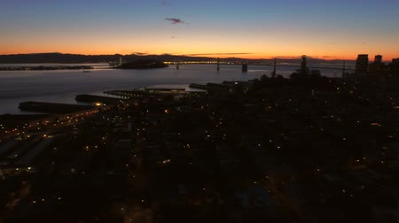pomost : San Francisco Aerial v15 Flying low sideways over downtown at dawn. Wideo