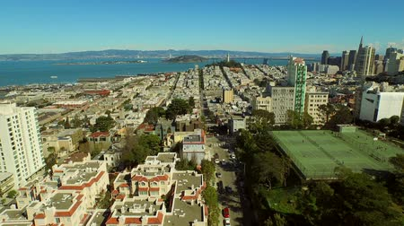ostrovy : San Francisco Aerial v47 Flying low over Lombard Street.
