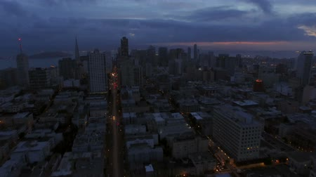 kerület : San Francisco Aerial v60 Flying low over Nob Hill towards downtown at dawn.