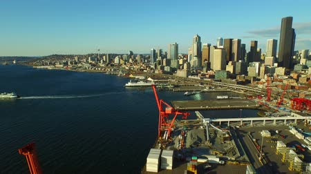 паром : Seattle Aerial v2 Flying low backwards panning right over shipyard with cityscape and waterfront views.