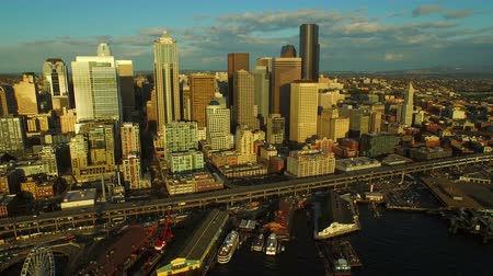 паром : Seattle Aerial v11 Flying low side view panning left of cityscape and waterfront.
