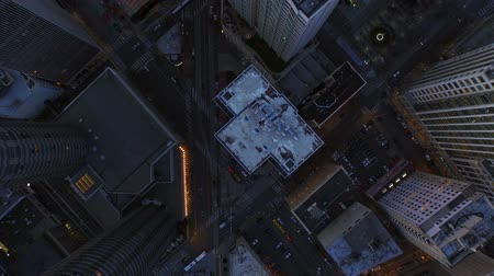 небоскреб : Seattle Aerial v24 Flying low vertical shot looking down over downtown area at dusk. Стоковые видеозаписи