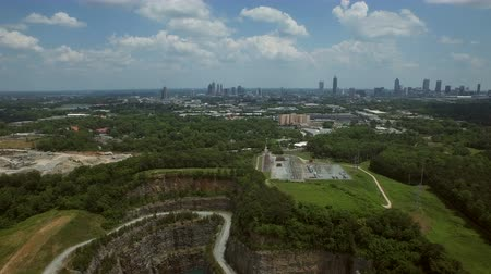 окрестности : Atlanta Aerial v56 Flying backwards over Bellwood Quarry and Westside Reservoir Park with cityscape views. Стоковые видеозаписи
