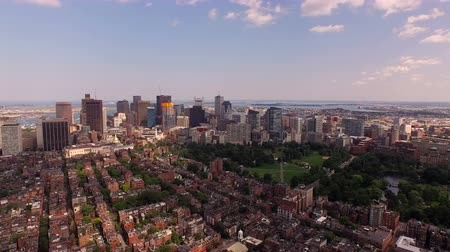 sul : Boston Aerial v28 Flying low over Beacon Hill panning right with cityscape views.