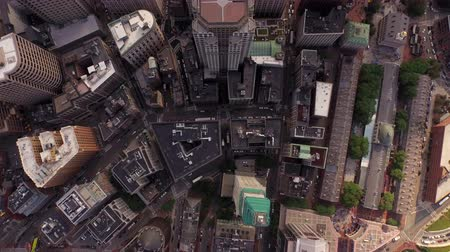 bina : Boston Aerial v41 Flying vertical shot looking down over downtown. Stok Video