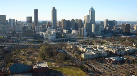 király : Atlanta Aerial v165 Flying over MLK Center panning in Sweet Auburn neighborhood with cityscape views. Stock mozgókép