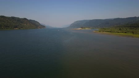 низкий : Columbia River Aerial v3 Flying low backwards down large scenic river.