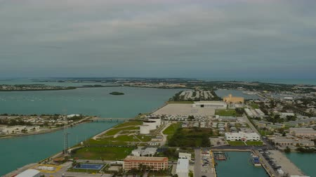 ключ : Key West Aerial v1 Flying over marina panning.