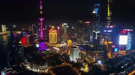 над : Shanghai China Aerial Time Lapse Night v5 Flying from high to low into busy financial district. Стоковые видеозаписи
