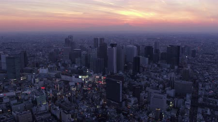 ingázó : Japan Tokyo Aerial v62 Flying over Shinjuku area with cityscape views at dusk 217
