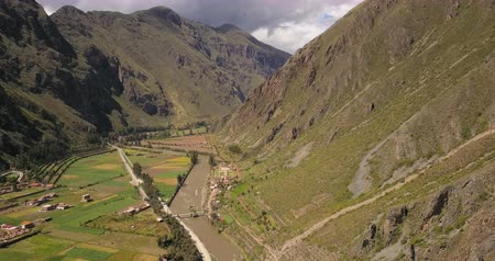 перуанский : Ollantaytambo Peru Aerial v9 Flying over small town