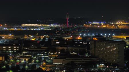 штаб квартира : Atlanta Aerial v305 Closeup flying low along Hartsfield-Jackson airport at night 617