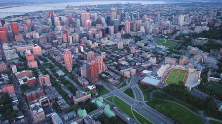 склон холма : Montreal Quebec Aerial v96 Birdseye view flying over downtown panning up cityscape sunset 717 Стоковые видеозаписи