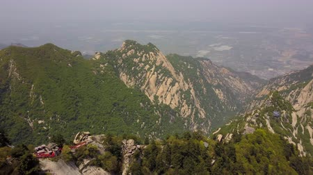 hegyoldalban : China Mt Huashan Aerial v7 Flying over mountain climbing path and ridges 517 Stock mozgókép