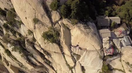 hegyoldalban : China Mt Huashan Aerial v21 Flying over Changkong Plank Road along cliffside 517 Stock mozgókép