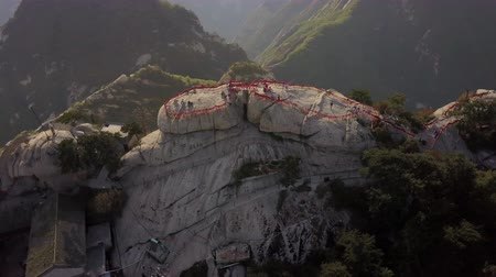 hegyoldalban : China Mt Huashan Aerial v25 Flying besides mountain climbing path and peak 517