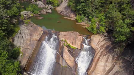 pasifik okyanusu : Tallulah Gorge Aerial v3 Flying low down over Oceana Falls in gorge